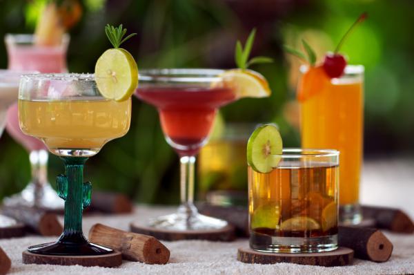Cocktails mixen und genie en prague weekends for Cocktail preparation